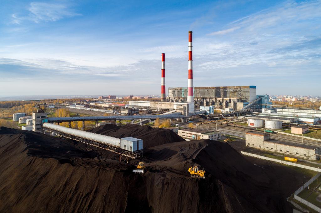 Сравнивать два вида энергетического угля некорректно — и у бурого, и у каменного очень много марок, и они могут кардинально различаться по ключевым качественным характеристикам.