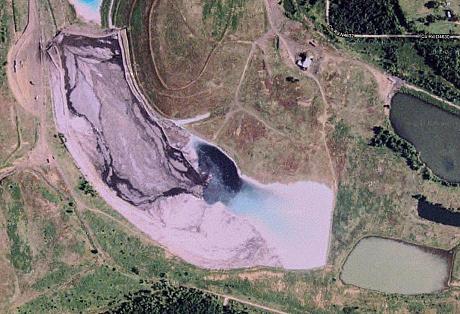 Вот, например, фото розового золоотвала в Бокоше – туда шли отходы с угольной станции Shady Point в Пото (штат Оклахома, США).